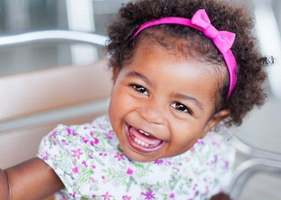 bébé souriante